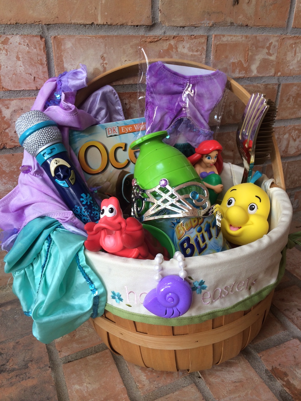 Disney easter basket for a snow white theme disney easter basket negle